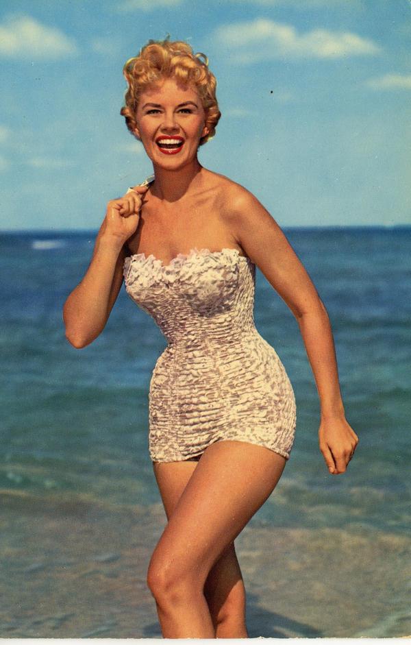 Bellezze al bagno anni \'50 by marioalgozzino on DeviantArt