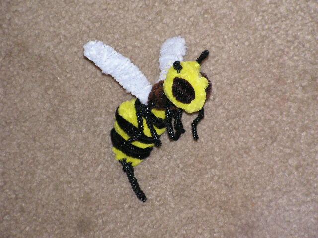 Bee by fuzzyfigureguy