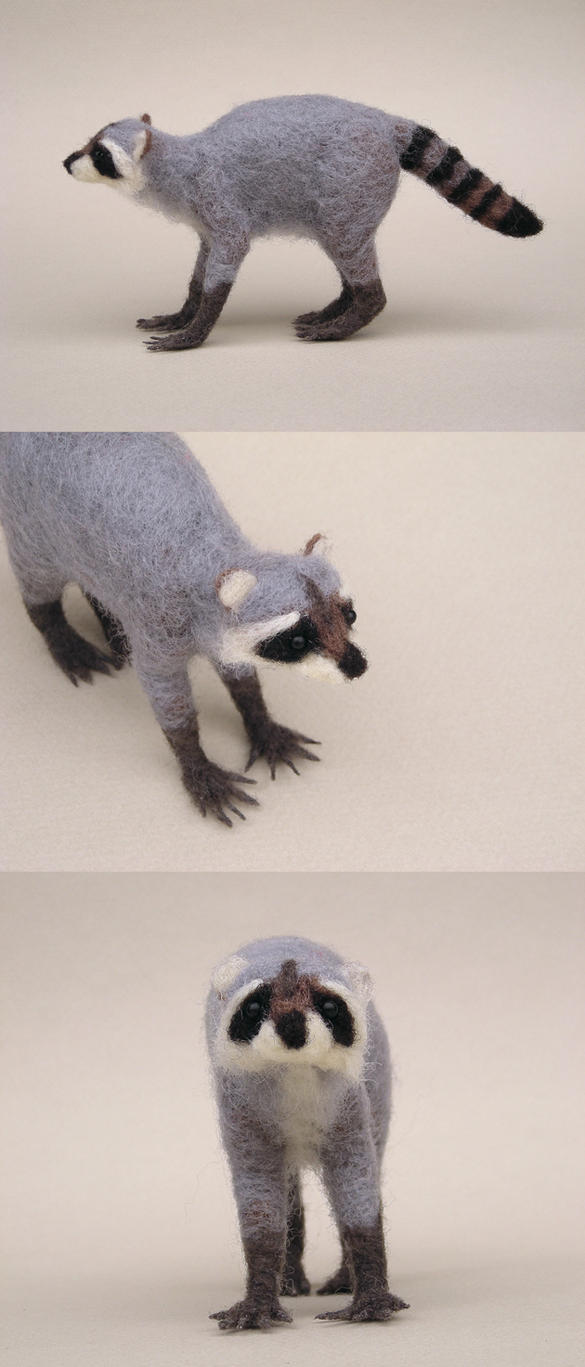 Needlefelted Raccoon by creturfetur