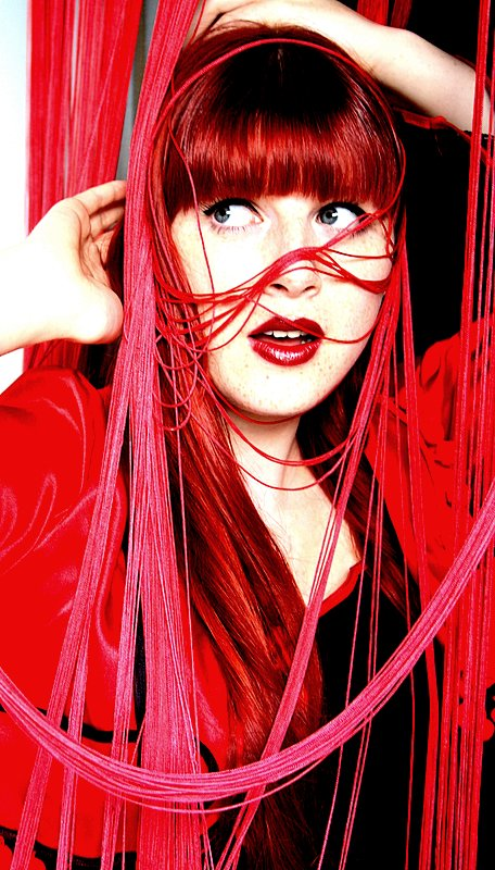 Crveno ... - Page 3 Red_curtain_by_Zauberin_der_Nacht