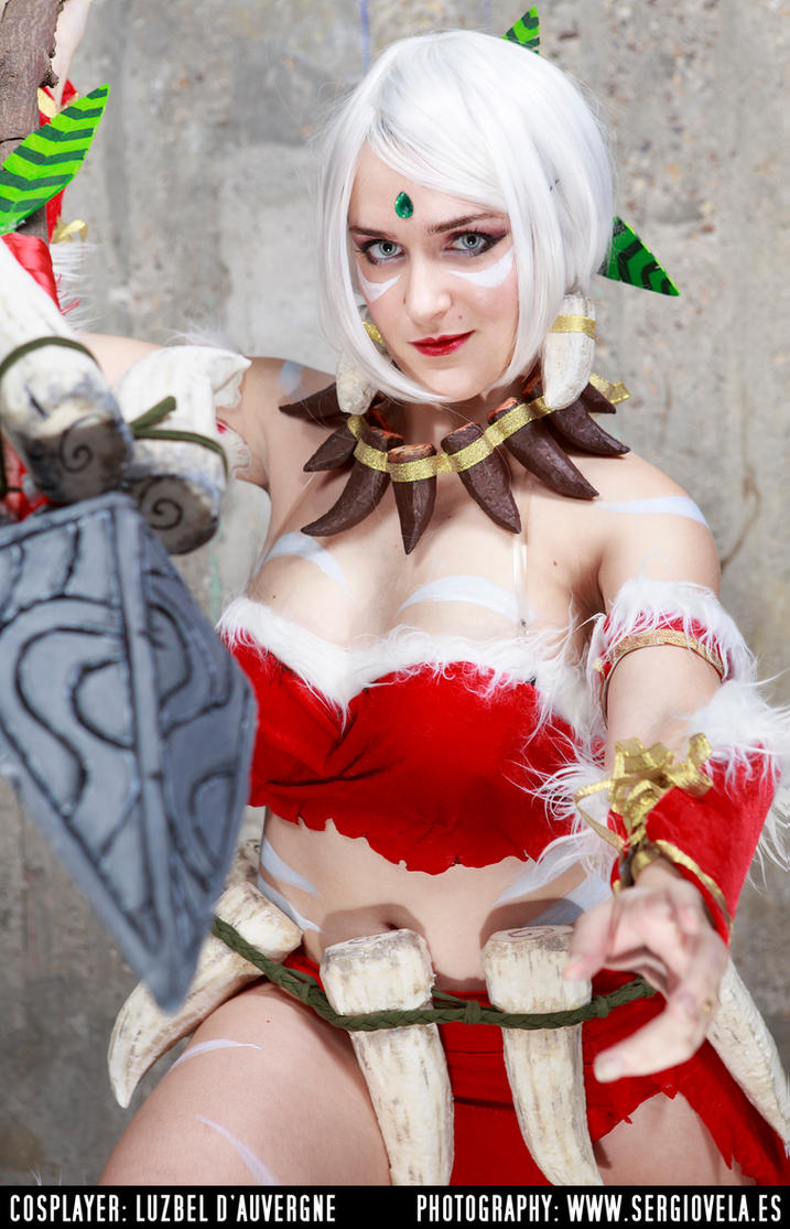 Snow bunny Nidalee from League of Legends cosplay by LuzbeldAuvergne