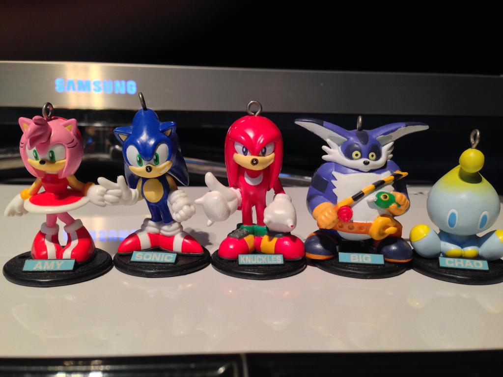 Sonic Adventure 1998 Keychain/Figurine Set Review by DarkGamer2011