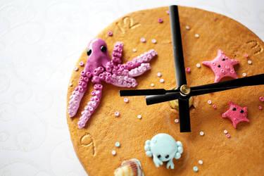 Summery Beach Clock by Shiritsu