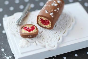 Heart Log Cake by Shiritsu