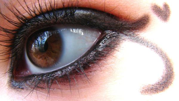 eyeliner- by xbeyondinfinityx