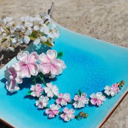 Kiss. Cherry Blossom Kanzashi by hanatsukuri