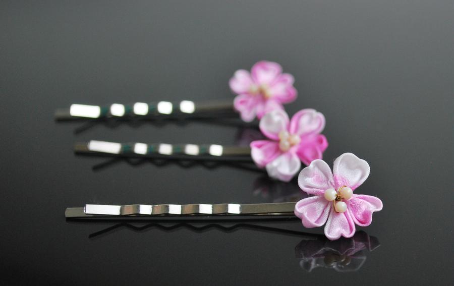 Cherry Blossoms bobby pin kanzashi by hanatsukuri