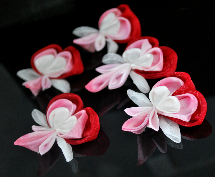 Bleeding Hearts: Red and White Kanzashi by hanatsukuri
