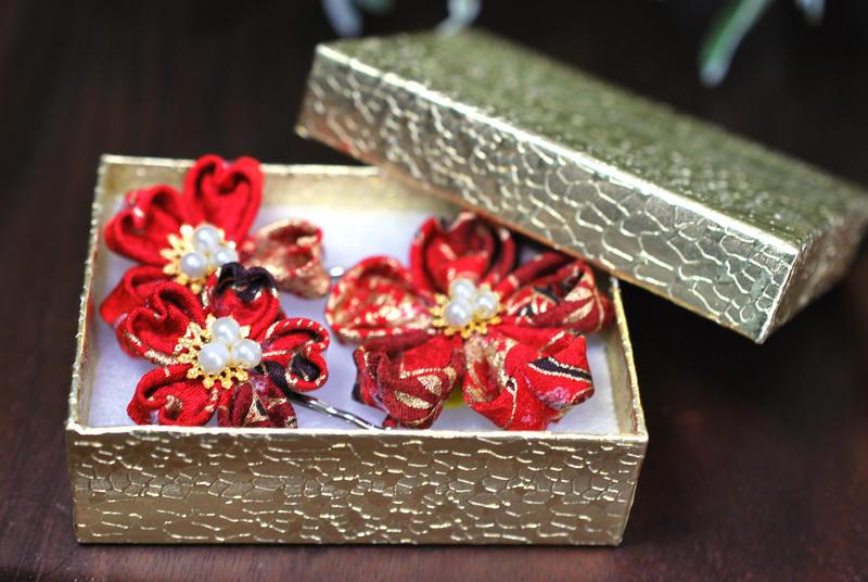 Kanzashi. Kimono fabric boby pin by hanatsukuri