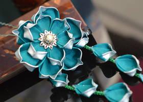 A single lotus... (Tsumami Kanzashi) by hanatsukuri