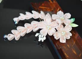 Champaign Sakura Kanzashi: Sprakle and Organza by hanatsukuri