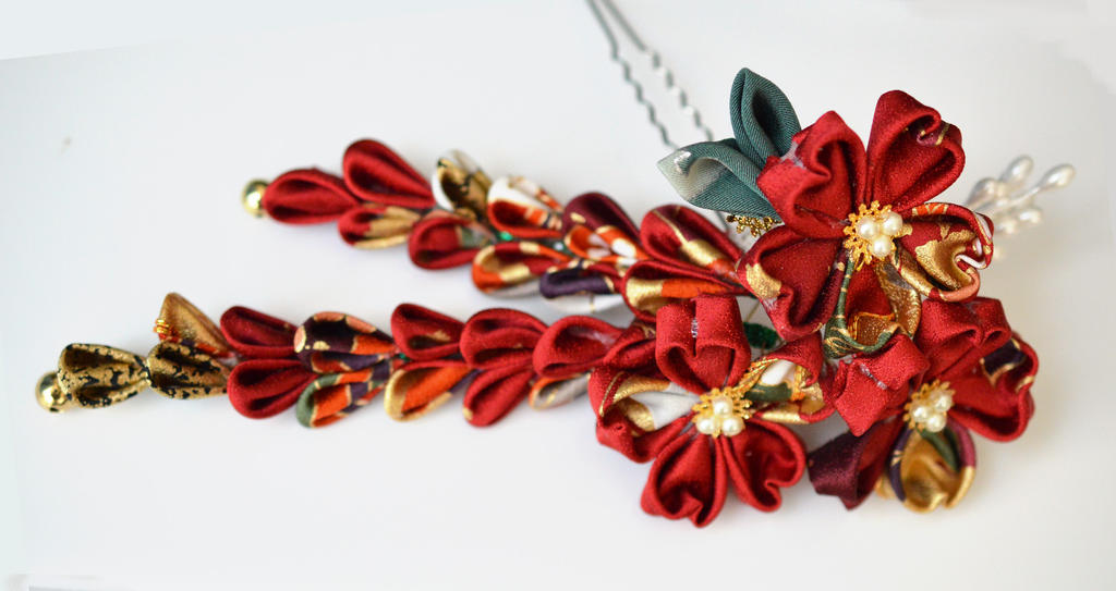 Red Sakura. Temari and Butterfly Silk Hair Pin. by hanatsukuri
