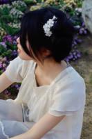 Wedding White Mini Sakura Comb in Hair by hanatsukuri