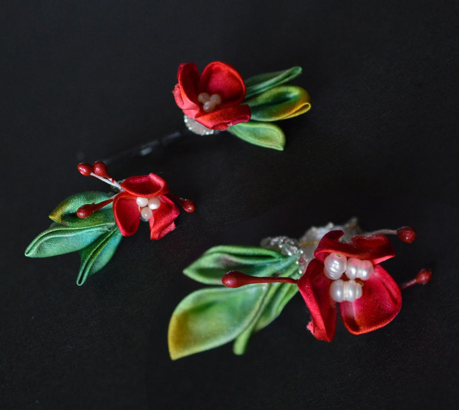 BJD Kanzashi. Red Holly for the winter season 02. by hanatsukuri
