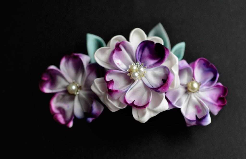 purple sakura kanzashi by hanatsukuri