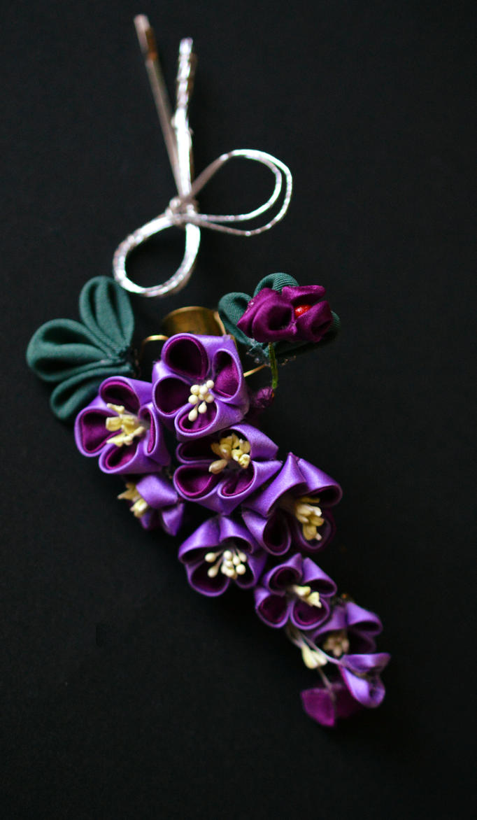 Purple lilac kanzashi by hanatsukuri