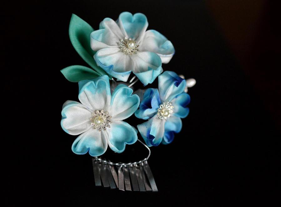 Blue sakura kanzashi with metal flutters by hanatsukuri