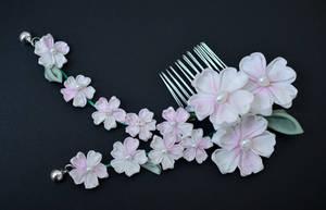 Pale Pink Sakura Tsumami Zaiku. Kiss kanzashi. by hanatsukuri