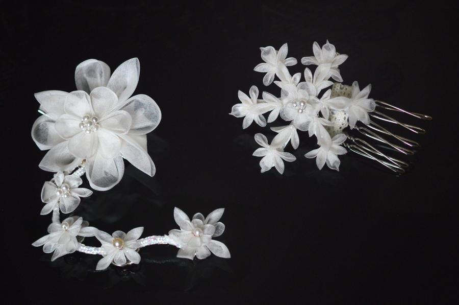 Snowflake and Dreams. Silk Organza Tsumami Zaiku. by hanatsukuri