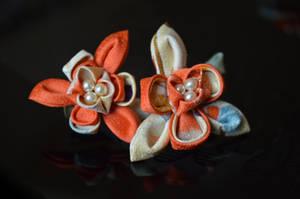 Orange Iris Kanzashi by hanatsukuri