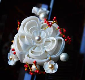 White Ume Kanzashi: Senior maiko plum blossom