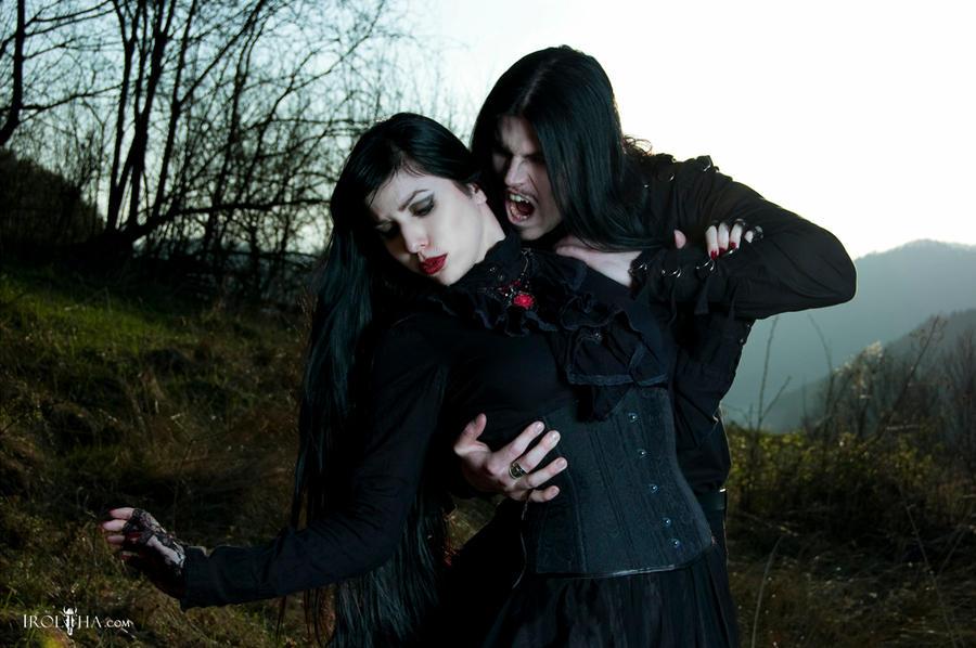 vampires biting people - photo #36