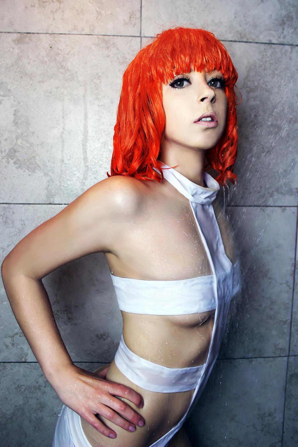 Fifth element leeloo cosplay