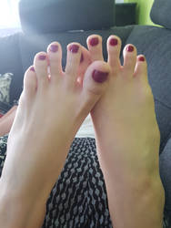 My delicious red painted Toes by Lemontoes