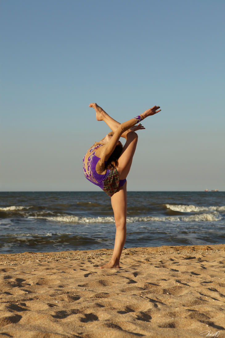 Beach Gymnastics Tumblr Beach Gymnast by Vibrodobro