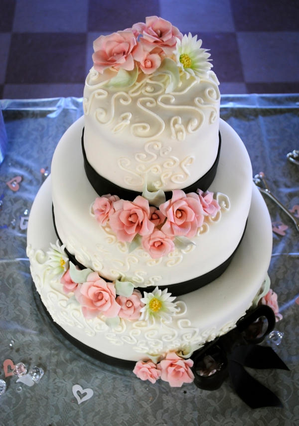 Wedding Cake by Strange-1