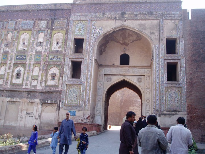 entering lahore fort by zamir