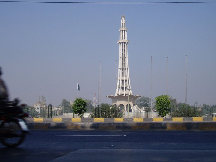 Minar-e-Pakistan by zamir
