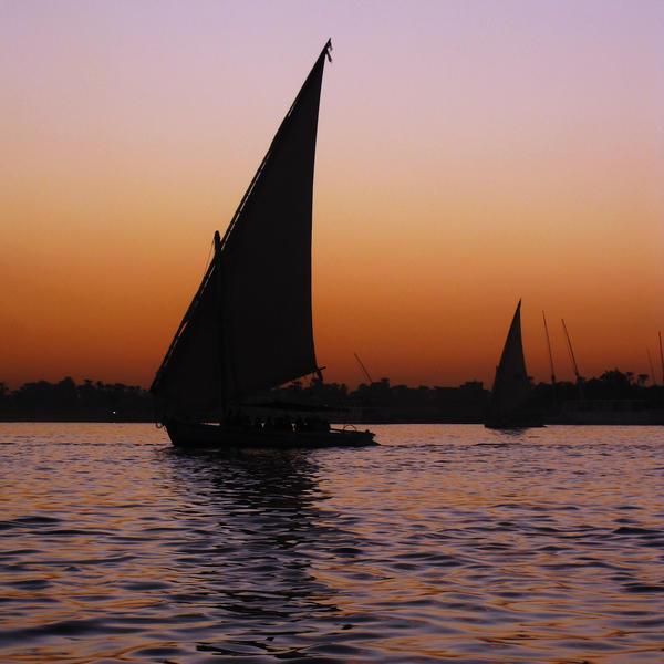 Luxor Sunset by zzzSoleyeszzz