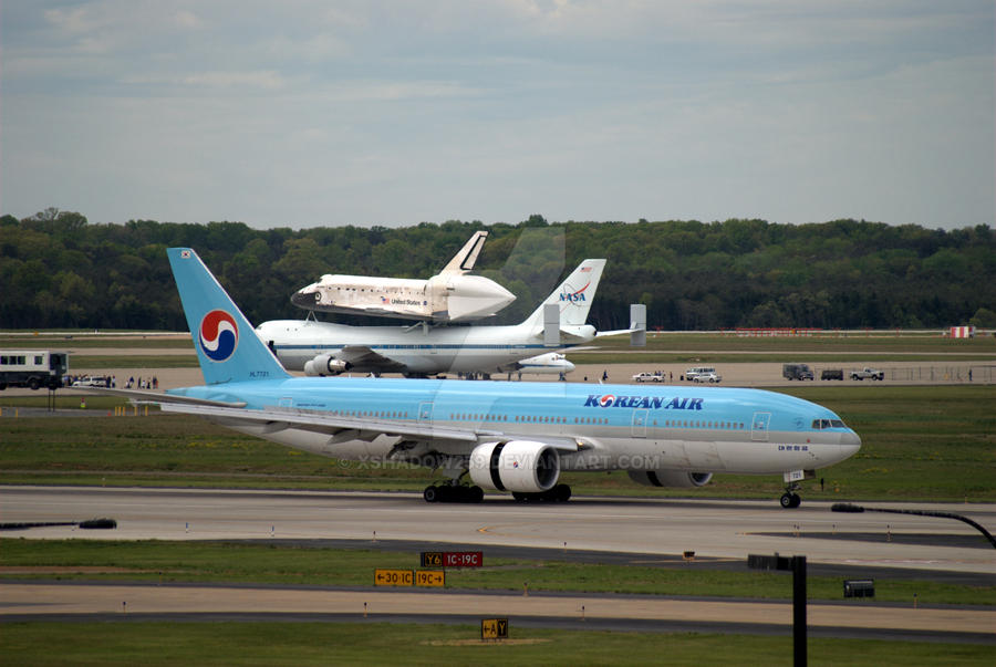 Korean Air Boeing 777-200 Landing at Dulles by xshadow259