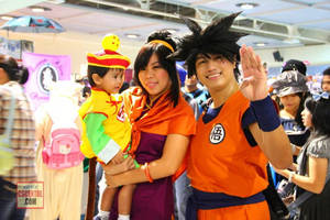 Goku gohan and chichi cosplay