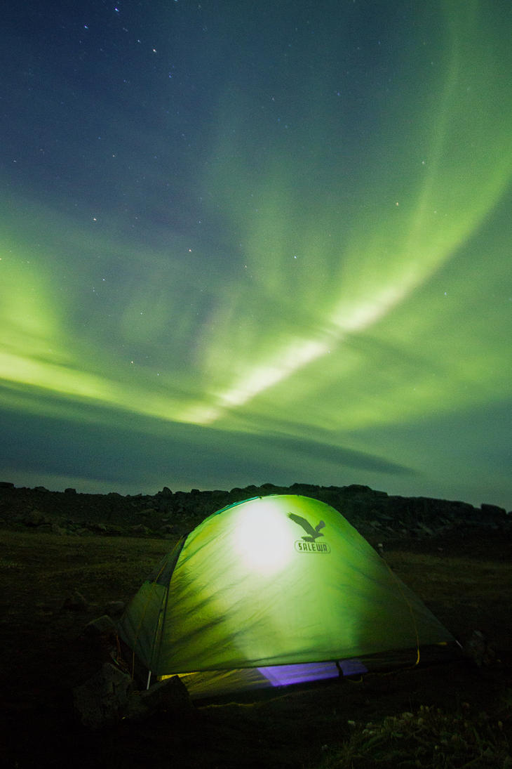 Camping under the green sky by StonyStoneIsStoned2