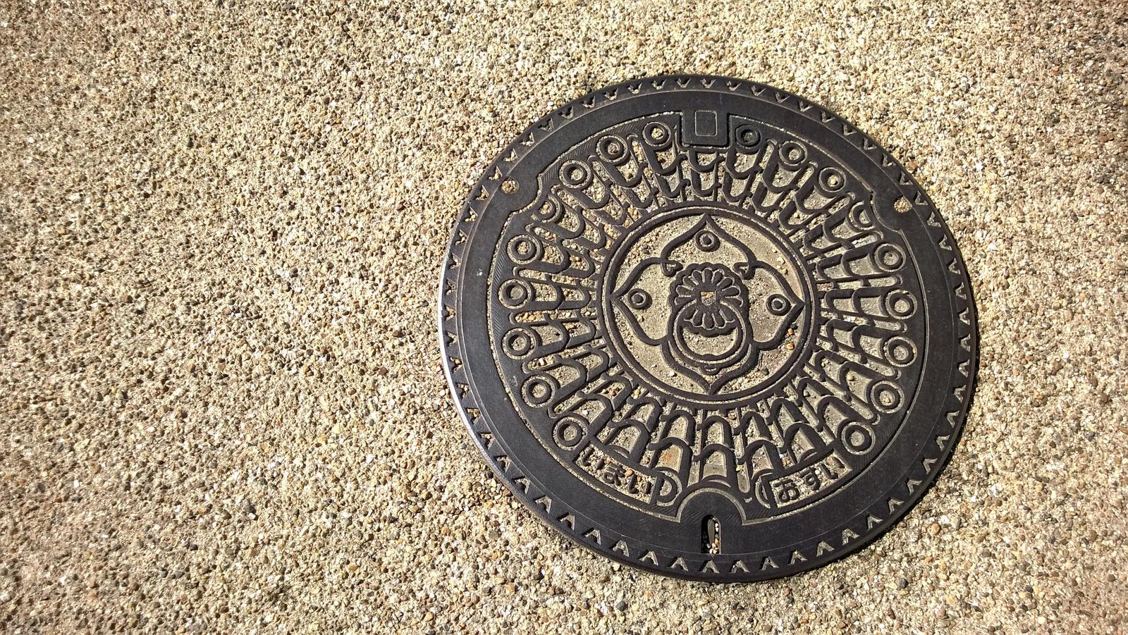 Artistic manhole by Fukuchan-Ryoko