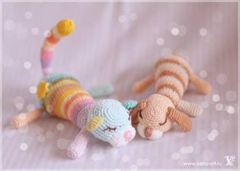Rainbow and Clover by Keila-the-fawncat