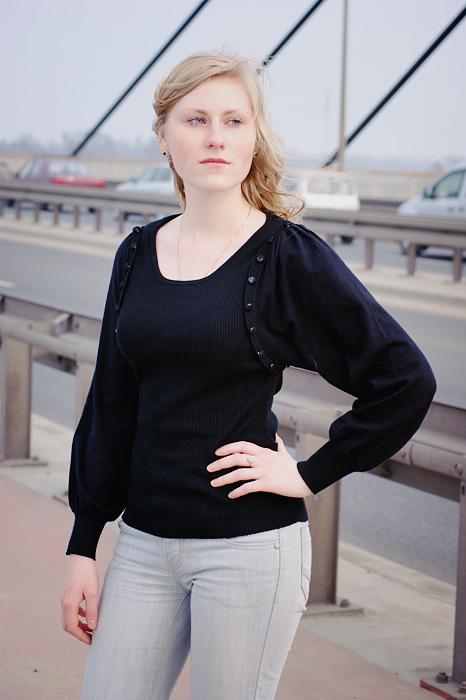 Iza on the bridge II by ladyang