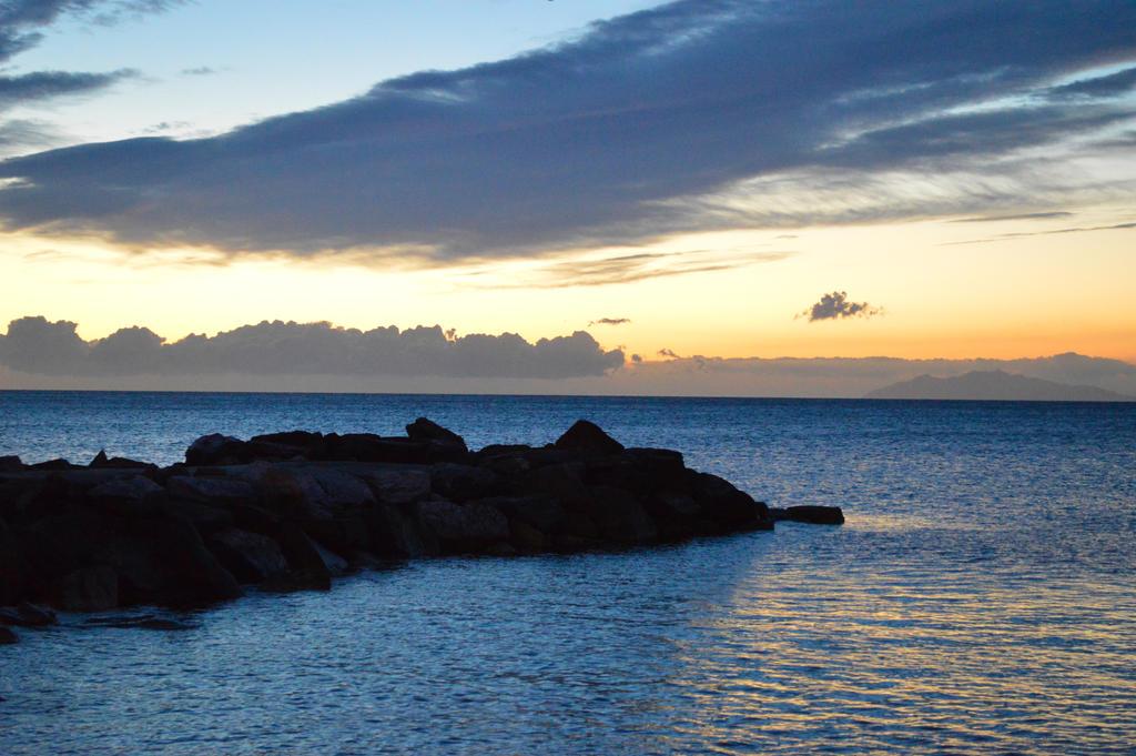 sun rising by daruthin