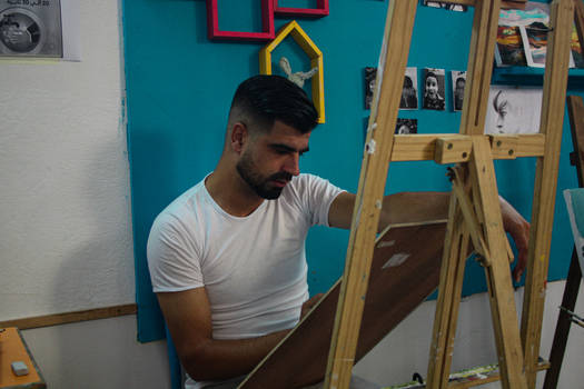Ayoub Drawing a Portrait- Workshops for adults