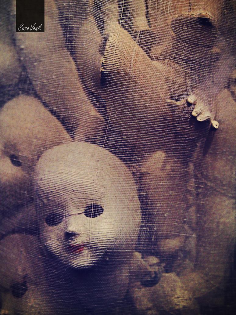 Creepy dolls by Soeky148