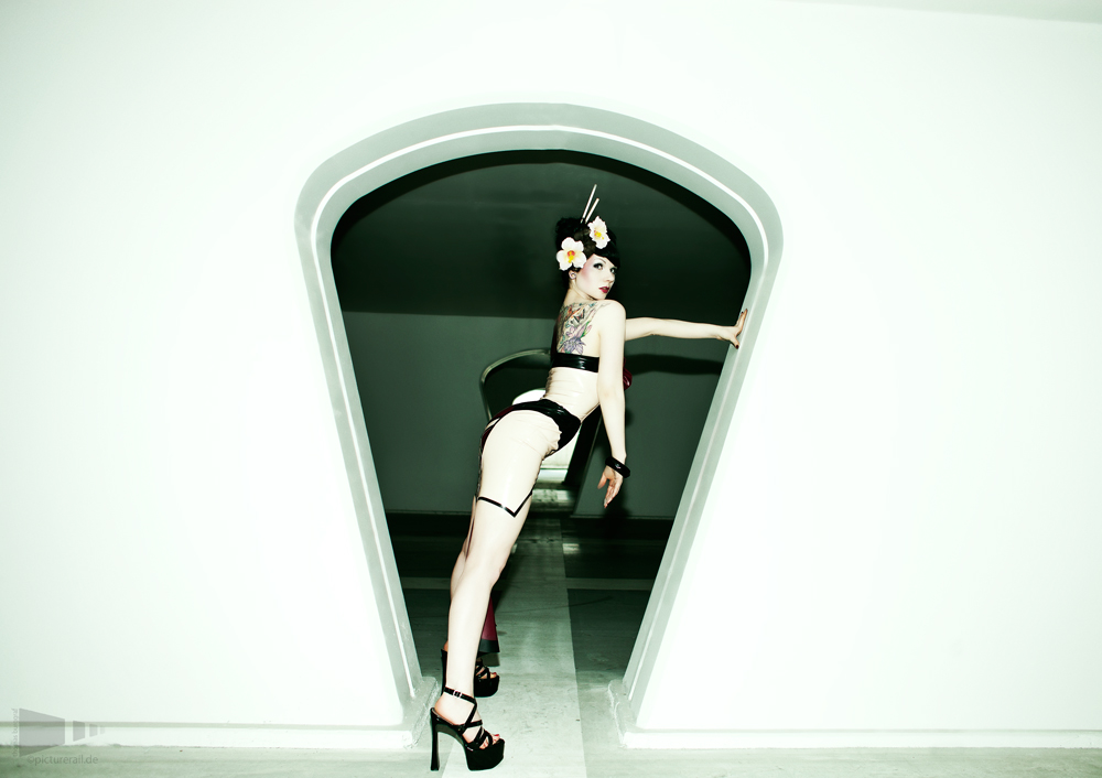 hole by bommi