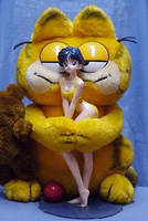 Garfield loves Ami