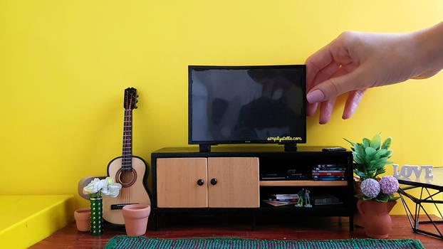 Miniature TV for Barbie dolls (DIY Tutorial )