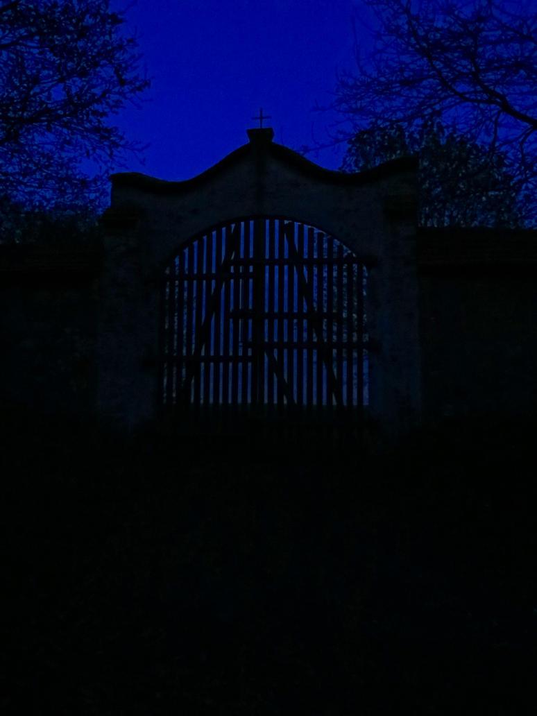 Tor bei Nacht by Sarkytob