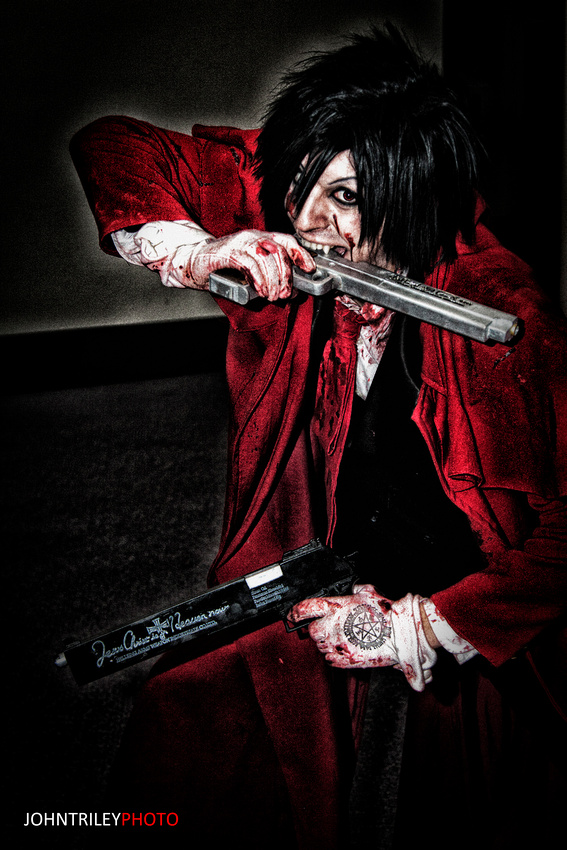 Hellsing Cosplay: Can't stop me by Maxieyi