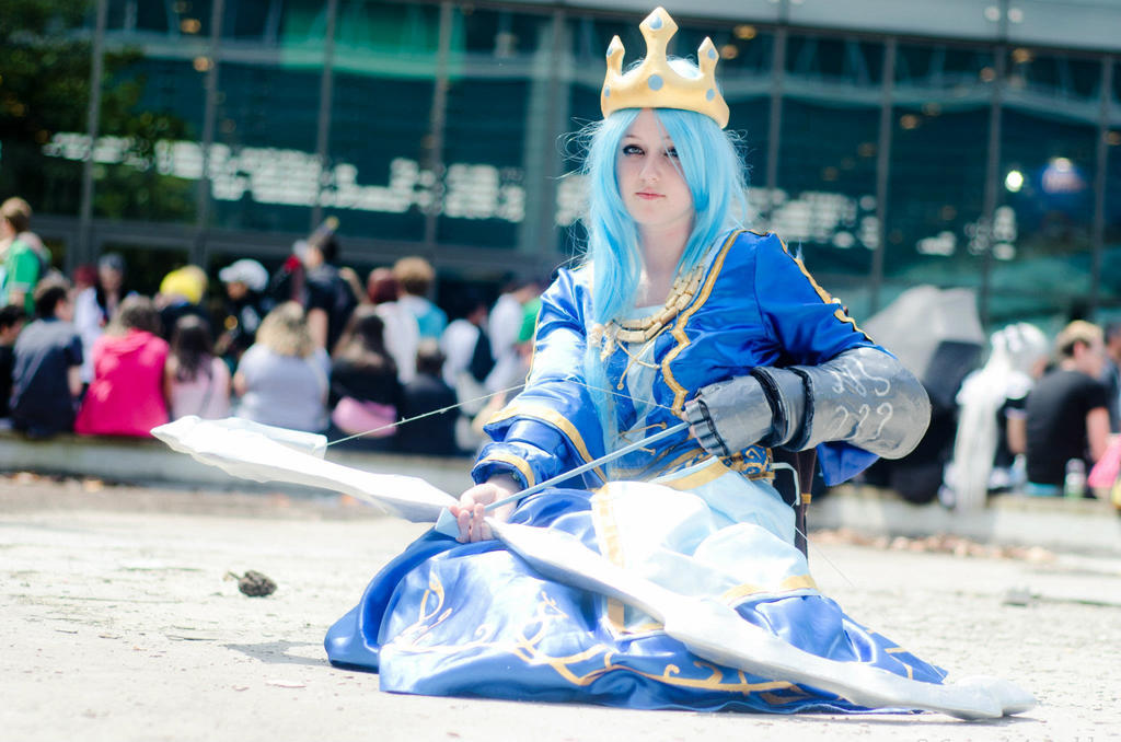 Queen Ashe Cosplay by Hyiakuza on DeviantArt