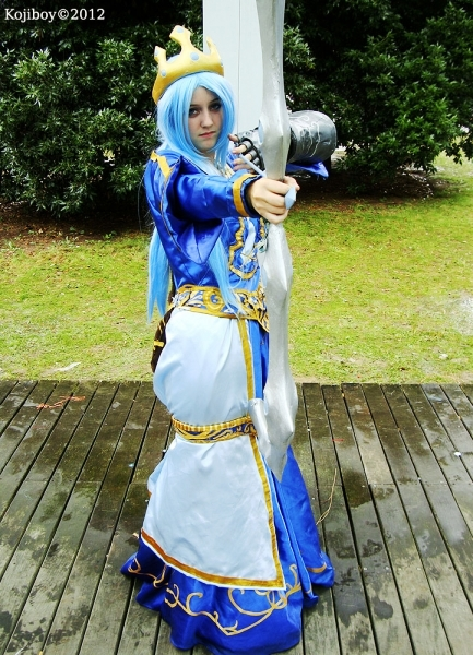 Queen Ashe cosplay - League Of Legends by Hyiakuza on ...