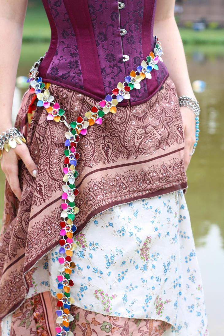 nakit -ukras ili umetnost - Page 4 Rainbow_scale_flower_belt_by_utopia_armoury-d3iy2fl